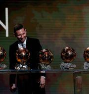Messi med sina sex guldbollar. Francois Mori / TT NYHETSBYRÅN