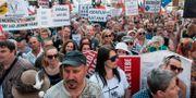Runt 100000 personer demonstrerade i Prag. MICHAL CIZEK / AFP