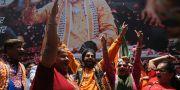 BJP-anhängare jublar i Mumbai.  Rafiq Maqbool / TT NYHETSBYRÅN/ NTB Scanpix