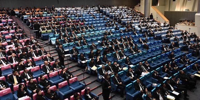 Parlamentsledamöterna debatterade före omröstningen om ny premiärminister. LILLIAN SUWANRUMPHA / AFP