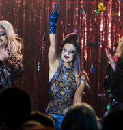 Dylan (Molly Nutley) gör succé på dragshow-klubben Queens. Pressbild. Jan Tove/Netflix/TT