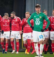 Kalmarspelare jublar efter ett av målen i den första kvalmatchen Mikael Fritzon/TT / TT NYHETSBYRÅN