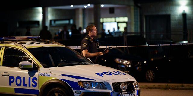 Polisinsats vid Rymdtorget i Bergsjön i Göteborg efter skottlossning i området i juli 2017. Björn Larsson Rosvall/TT / TT NYHETSBYRÅN