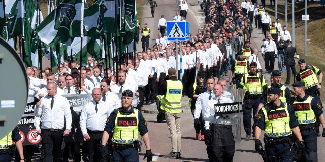 Polis attackerade strejkande