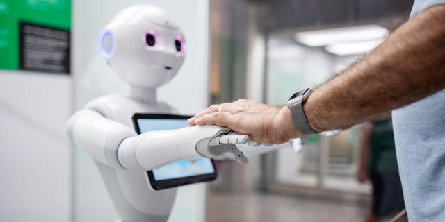 Pepper är en personlig och emotionell humanoid robot och den senaste i en generation av nya sociala robotar. Den är mer tänkt att vara en kamrat än en praktisk hemhjälp. Adam Wrafterl/SvD/TT