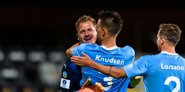 Johan Dahlin och Jonas Knudsen firar.  PETTER ARVIDSON / BILDBYRÅN