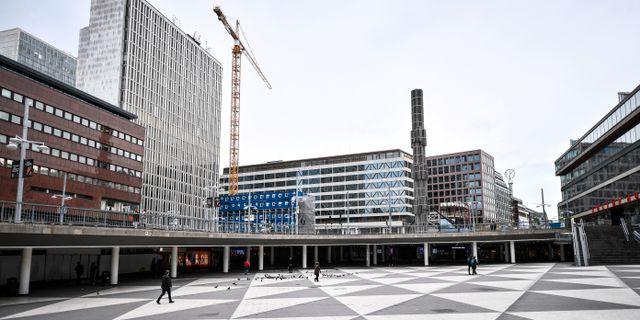 Ett öde Sergels torg i centrala Stockholm.  Ali Lorestani/TT / TT NYHETSBYRÅN