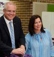Scott Morrison och hans fru röstar. Rick Rycroft / TT NYHETSBYRÅN/ NTB Scanpix