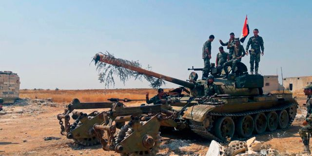 Syriska regeringssoldater i nordvästra Syrien på tisdagen TT NYHETSBYRÅN/ NTB Scanpix