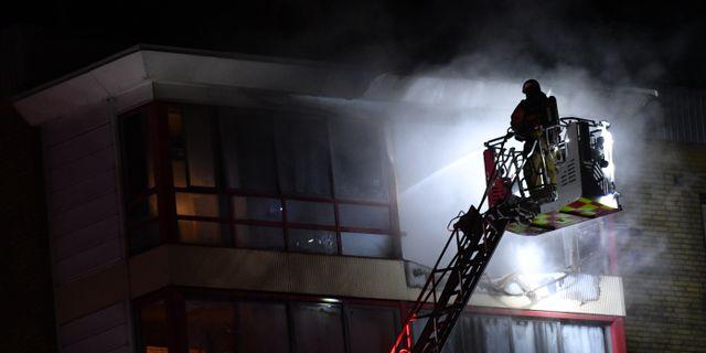 En lägenhet brinner i ett flerfamiljshus med åtta våningar på Kornvägen i Arlöv. Johan Nilsson/TT / TT NYHETSBYRÅN