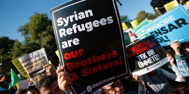 Demonstranter försvarar syriers rättigheter  Emrah Gurel / TT NYHETSBYRÅN/ NTB Scanpix