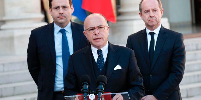 Frankrikes premiärminister Bernard Cazeneuve håller en pressbriefing. THOMAS SAMSON / AFP