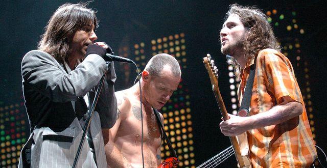 Anthony Kiedis, Flea och John Frusciante i Red Hot Chili Peppers. Arkivbild. CHAD RACHMAN / TT NYHETSBYRÅN