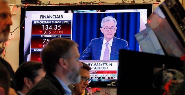 Fed-chefen Jerome Powell syns i TV i handlarrummet på New York-börsen.  Richard Drew / TT NYHETSBYRÅN