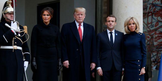 Melania och Donald Trump möter Emmanuel och Brigitte Macron på lördagen. VINCENT KESSLER / TT NYHETSBYRÅN