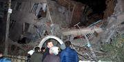 Byggnader har rasat samman efter jordskalvet. STRINGER / TT NYHETSBYRÅN