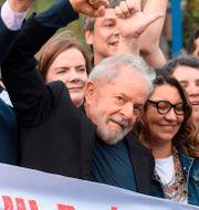 Lula Da Silva med sina anhängare. HENRY MILLEO / AFP