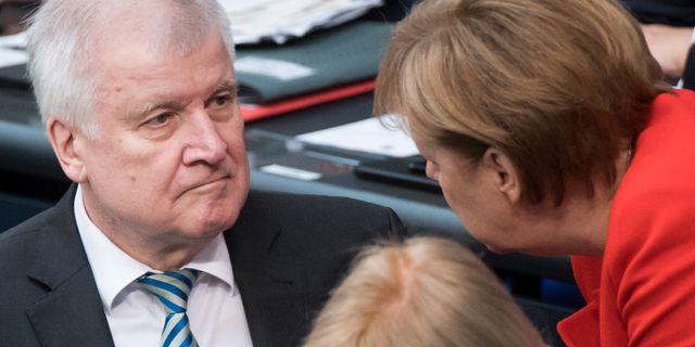 Horst Seehofer och Angela Merkel. Bernd von Jutrczenka / TT / NTB Scanpix