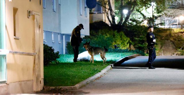 Polisen rycker ut till en skjutning. Arkivbild från augusti 2021. Stefan Jerrevång/TT / TT NYHETSBYRÅN