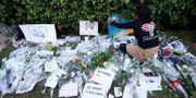 Blommor och meddelanden till offren i Marocko. Arkivbild. TT