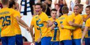 Rasmus Lauritsen jublar med lagkompisarna i Norrköping efter 1–0-målet. JOSEFINE LOFTENIUS / BILDBYRÅN