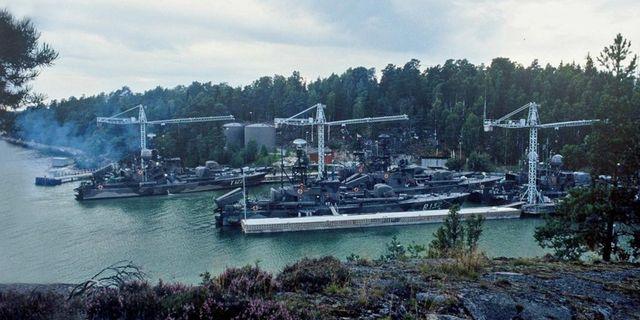 Bilden visar närliggande Gålöbasen 1984. Föreningen Svenska Robotbåtar