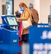 En kvinna i Kastrups flygplats.  Johan Nilsson/TT / TT NYHETSBYRÅN