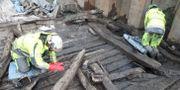 Vrakdelarna hittades vid Packhusplatsen i Göteborg. Arkeologerna. Statens historiska museer