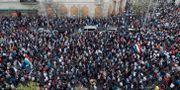 Tusentals protesterar i lördagens demonstrationer i Budapest mot Viktor Orbán.  BERNADETT SZABO / TT NYHETSBYRÅN