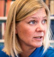 Arkivbilder: Magdalena Andersson (S), solcellstak i Västerås. TT