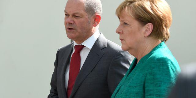 Olaf Scholz och Angela Merkel. POOL New / TT NYHETSBYRÅN