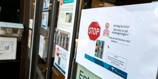 Arkivbild: Anslag informerar om ny rutiner på grund av mässlingsutbrott vid barnakuten på Östra Sjukhuset Sahlgrenska i Göteborg Thomas Johansson/TT / TT NYHETSBYRÅN