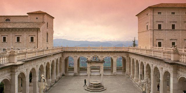 Klostret Monte Cassino ligger på ett 520 meter högt berg med samma namn, drygt tio mil söder om Rom. Getty
