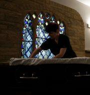 Illustrationsbild. Förberedelser inför begravning i södra England.  Matt Dunham / TT NYHETSBYRÅN