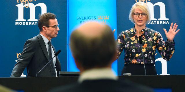 Moderaternas partiledare Ulf Kristersson och partiets ekonomisk-politiska talesperson Elisabeth Svantesson. Arkivbild. Hanna Franzén/TT / TT NYHETSBYRÅN