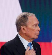 Mike Bloomberg och Joe Biden under primärvalskampanjen. John Locher / TT NYHETSBYRÅN