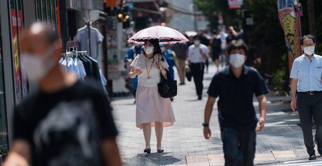 Illustrationsbild. Människor i Tokyo, 26 april 2021.  Hiro Komae / TT NYHETSBYRÅN