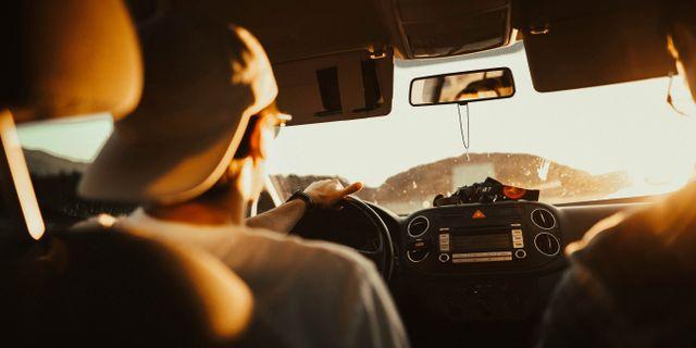 Blir du observerad med bita på naglarna eller visa fingret åt någon när du kör i Spanien riskerar du 80 euro i böter. Tobi/Pexzels
