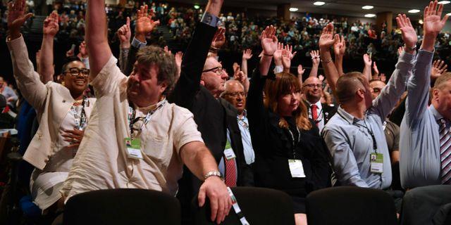 Labourdelegaterna röstar. DANIEL LEAL-OLIVAS / AFP
