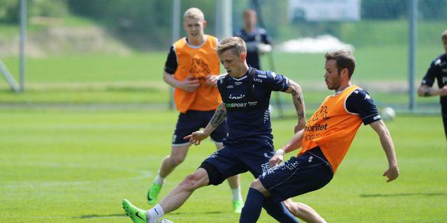 Søren Rieks och Emil Salomonsson tränade på torsdagseftermiddagen. Kvällens allsvenska match mellan IFK Göteborg och AIK ställdes in på grund av matchfixningsförsök.  Adam Ihse/TT / TT NYHETSBYRÅN