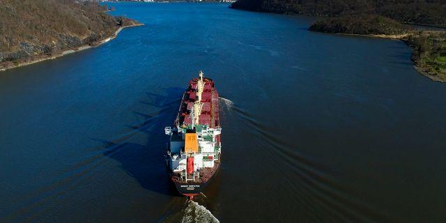 Arkivbild: Ett fraktfartyg passerar söderut längs Hudson River i USA. Julie Jacobson / TT / NTB Scanpix