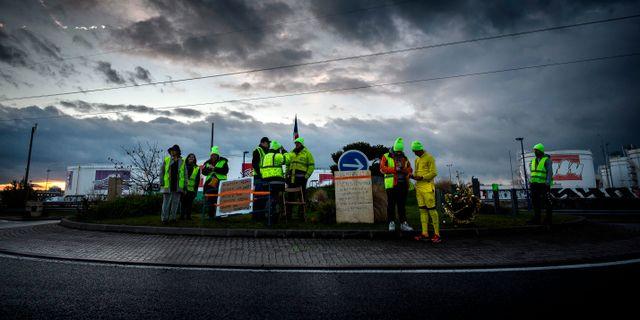 Arkivbild  Gula västarna-protester utanför Lyon tidigare i veckan.  JEAN-PHILIPPE KSIAZEK 9fd7119c4b392