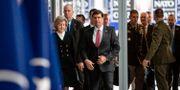 USA:s försvarsminister Mark Esper och ambassadören Kay Bailey Hutchison anländer till Natomötet i Bryssel.  VIRGINIA MAYO / POOL