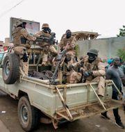 Soldater utanför presidenten Boubacar Keitas residens i Bamako.  TT NYHETSBYRÅN