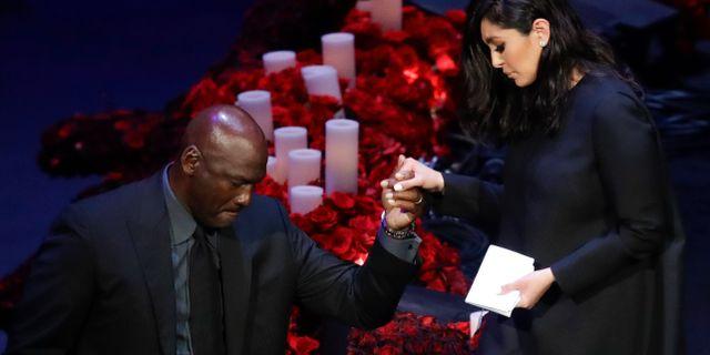 Michael Jordan och Vanessa Bryant.  Marcio Jose Sanchez / TT NYHETSBYRÅN