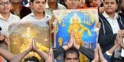 Protester mot att kvinnorna tilläts besöka templet.  MANJUNATH KIRAN / AFP
