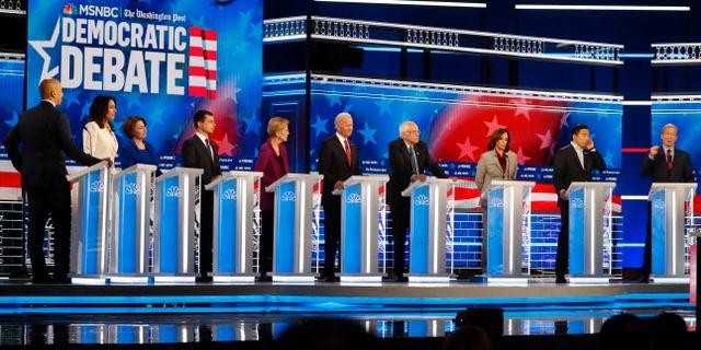 Demokraternas presidentaspiranter möttes i debatt.  John Bazemore / TT NYHETSBYRÅN