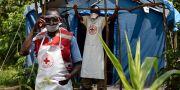 Sjukvårdare på gränsen mellan Uganda och Kongo-Kinshasa. ISAAC KASAMANI / AFP