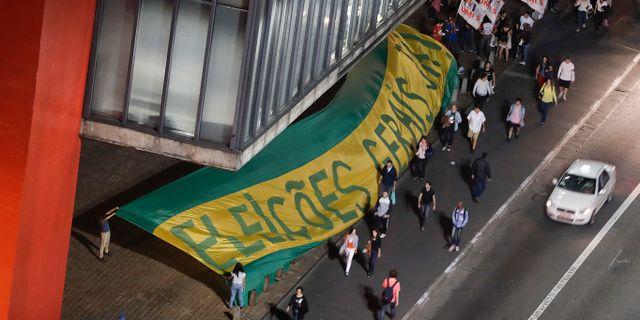 Protester mot mildare straff for korruption