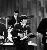 """Beatles. Arkivbild från när bandet uppträdde på """"Ed Sullivan show"""" på CBS, den 9 februari 1964. Dan Grossi / TT NYHETSBYRÅN"""